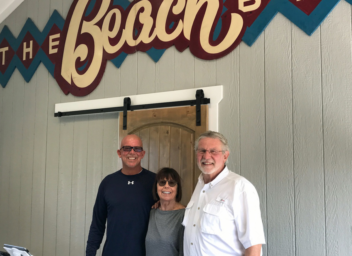 The Beach Bar S John Collins And Peggy Along With M R Builder Mike Mckay